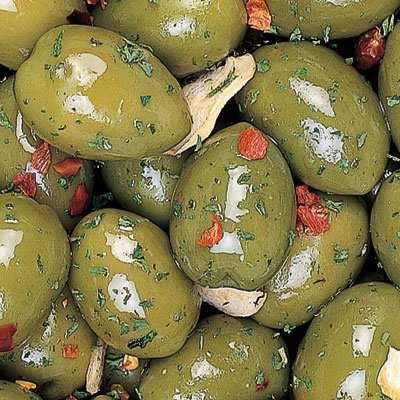 Didžiosios žalios alyvuogės marinate